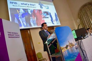 Conferência Prof. Alexandre Munhoz, na Itália durante o World Congress of Ergonomics Breast Implants