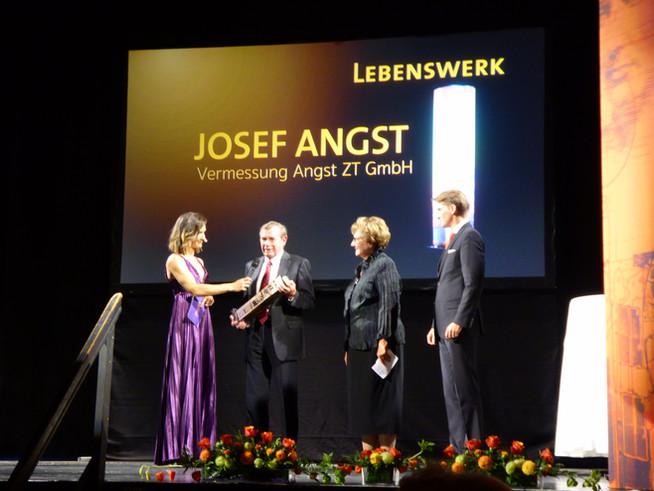 Angst Group: Josef Angst für sein Lebenswerk ausgezeichnet Immobilienpreis Cäsar für besondere Leist