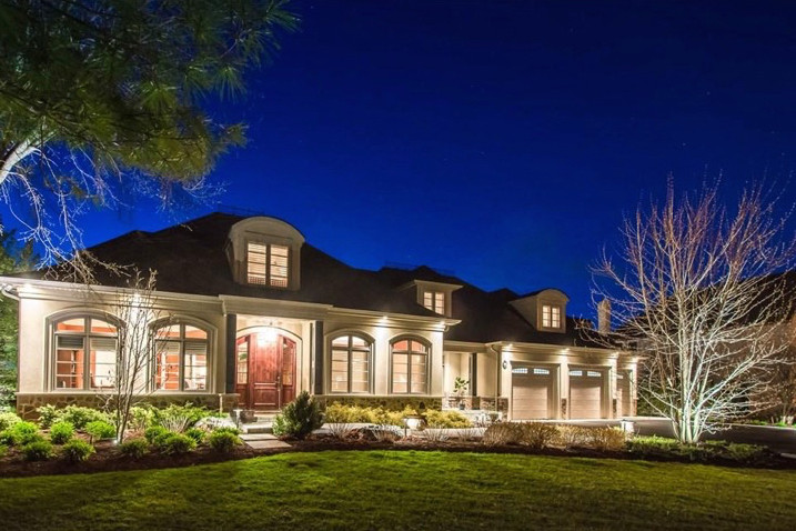 Outdoor Lighting on a Mansion by Lightscapes in Ontario