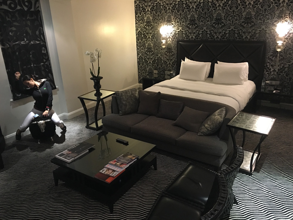 Themed Bedroom suite & lounge area