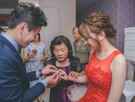 訂婚婚戒該戴在哪一指呢?