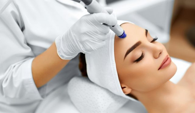 Laser and light treatment for skin