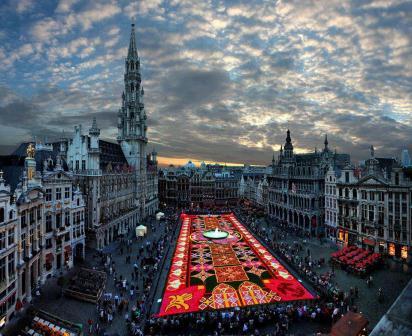 Biggest+carpet+of+flowers+in+the+world,+Brussels.jpg