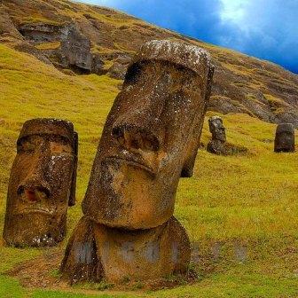 Moais,+Ilha+de+Páscoa,+Chile.jpg