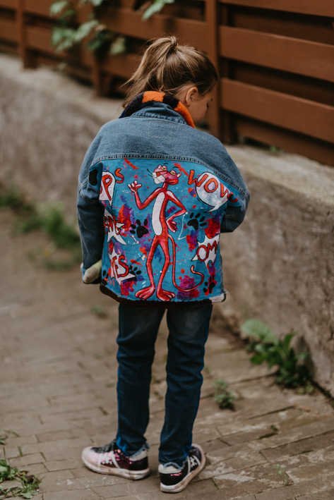 Джинсовая куртка, подбита мехом из стриженного бобра, роспись Пантера