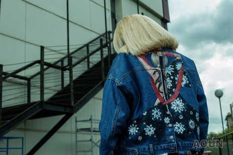 """Джинсовая куртка с художественной росписью """"Девушка с татуировкой дракона""""на норке"""