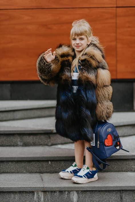 Пальто из лисицы крестовки и крашенной синей лисицы
