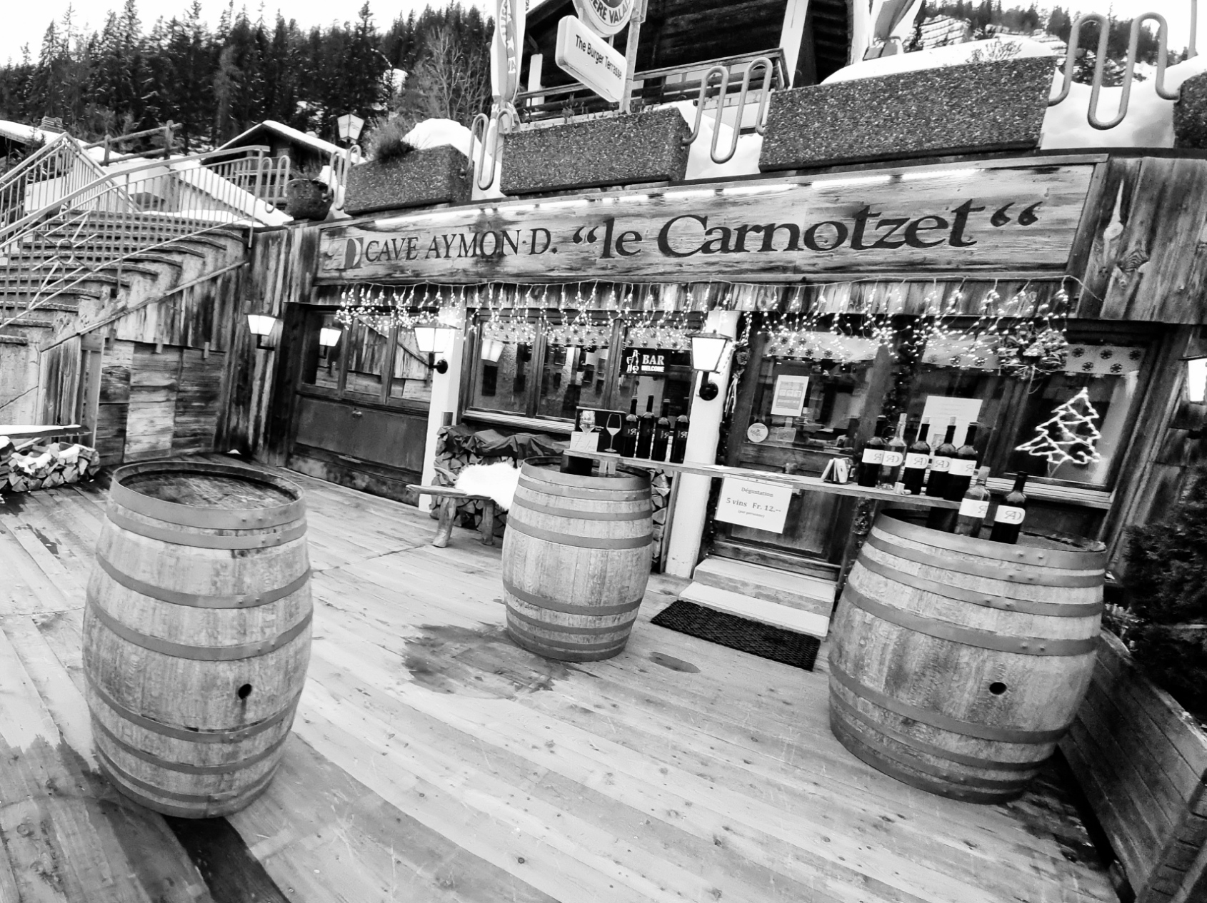 bar terrasse preto e branco