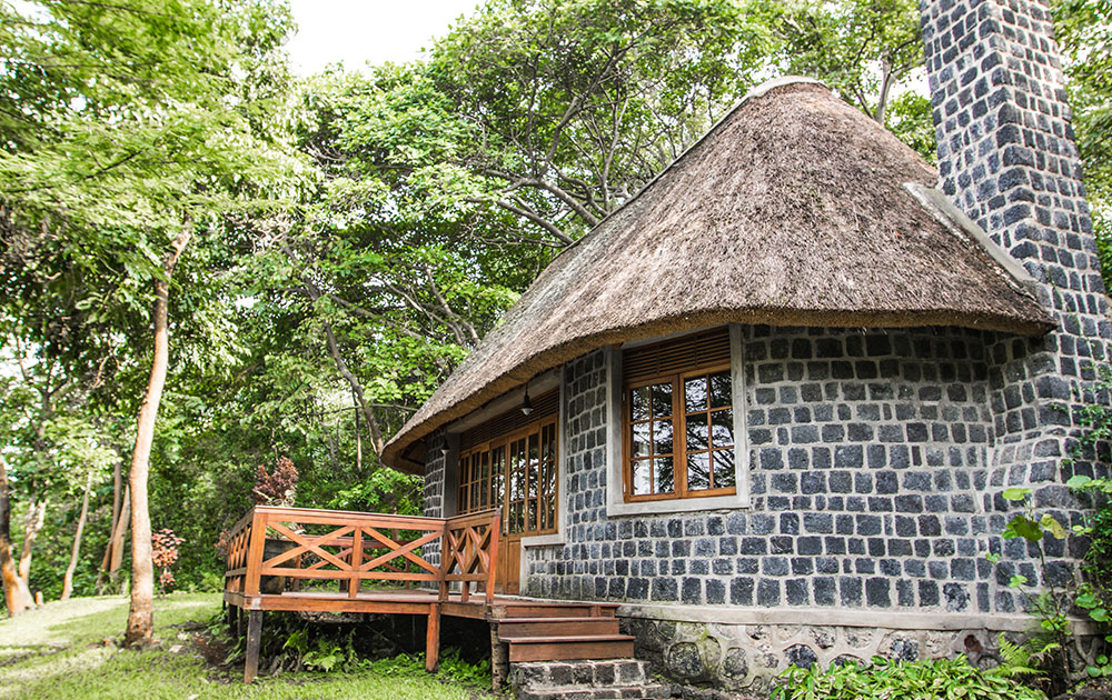 mikeno-lodge-room-congo-safari