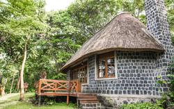 mikeno-lodge-room-congo-safari