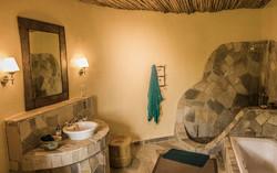 Congo-Safari-mikeno-lodge-bathroom