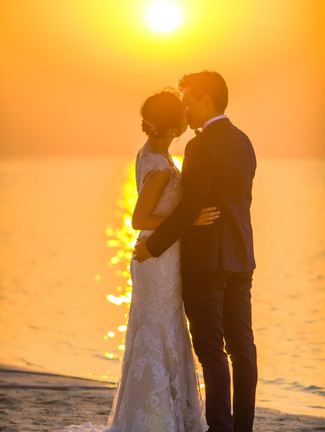 man-and-woman-kissing-under-sunset-10249