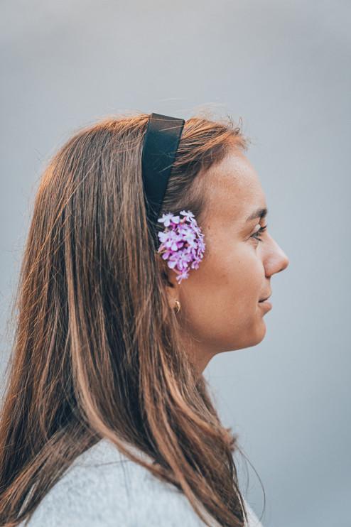 Blomma i hår