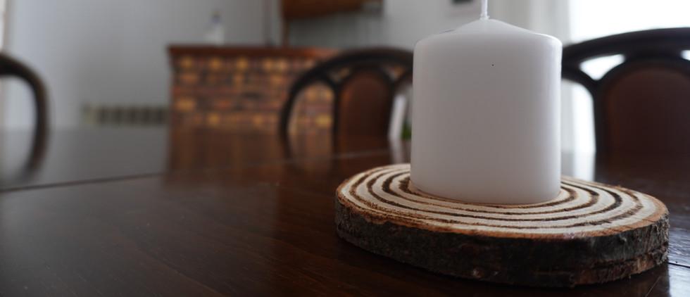 Base decorativa em madeira de pinho