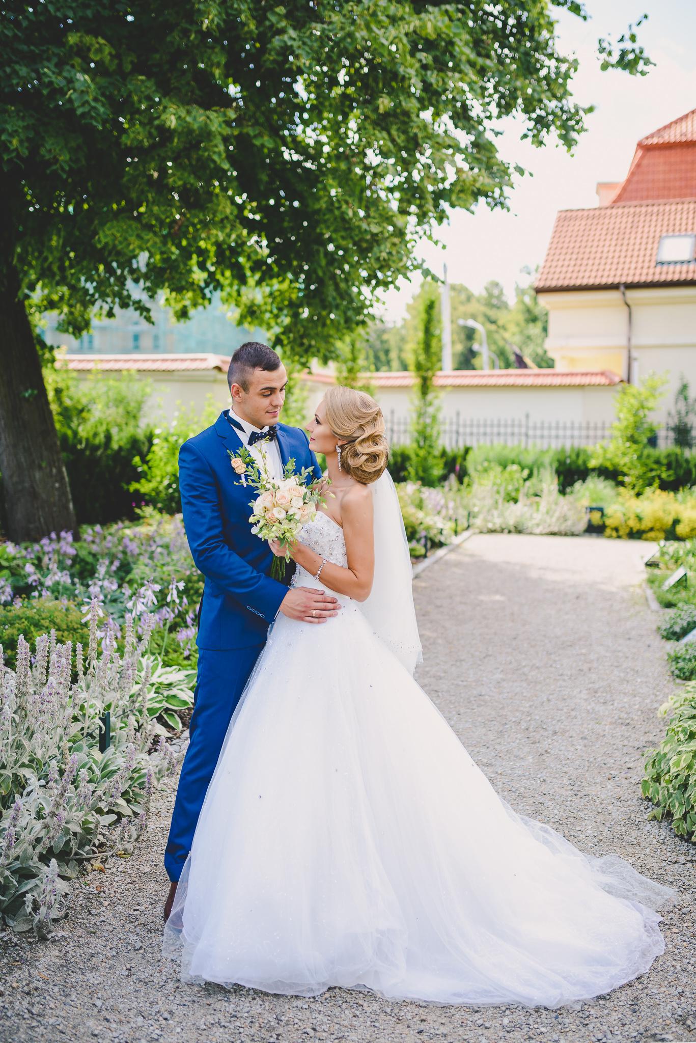 Vestuvių fotosesija Bernardinų sode