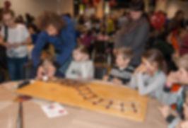 """Занятия по физике и математике на благотворительной ярмарке """"Душевный Bazar"""". 2015"""