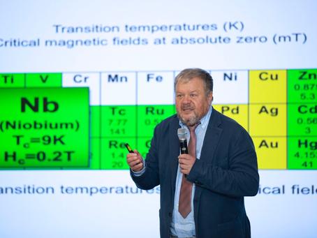 Андрей Варламов: Искусство приближений, оценок и размерный анализ в физике