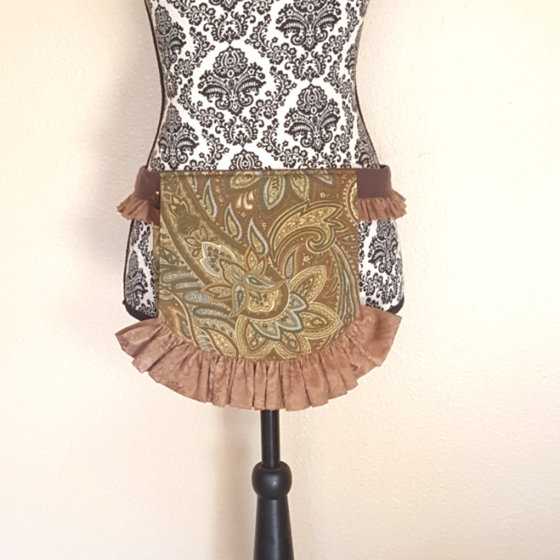 Ruffled hip bag brown paisley 3