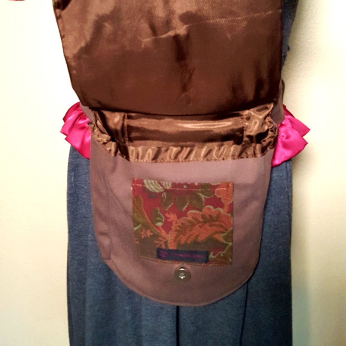 Ruffled hip bag maroon and pink open