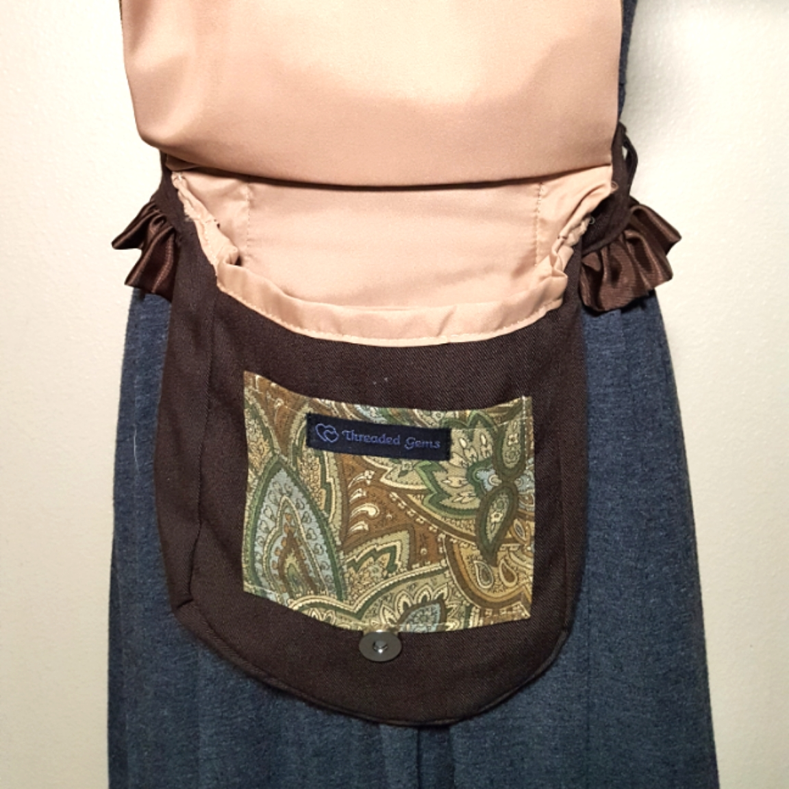 Ruffled hip bag brown paisley 7 open