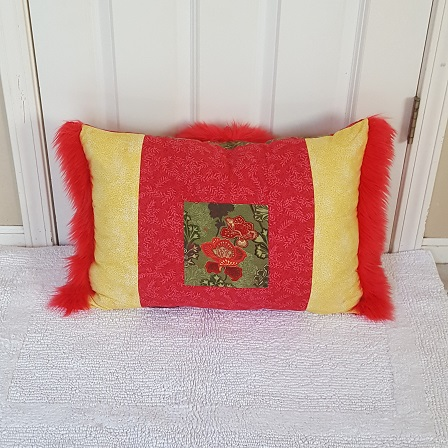 Muffy Pillow red gold gack