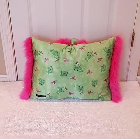 Muffy Pillow pink frogs gack