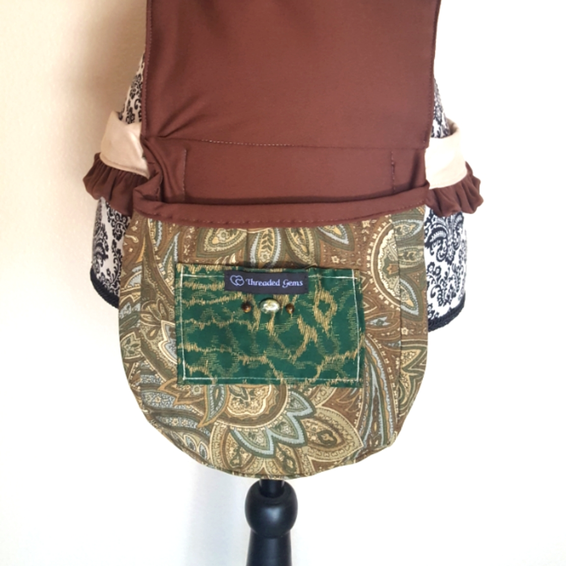Ruffled hip bag brown paisley 2 open