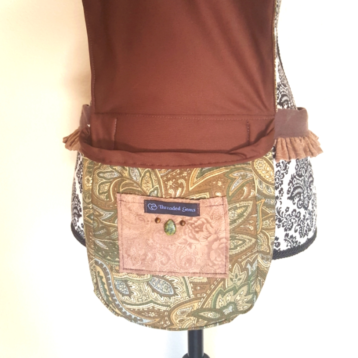 Ruffled hip bag brown paisley 3 open