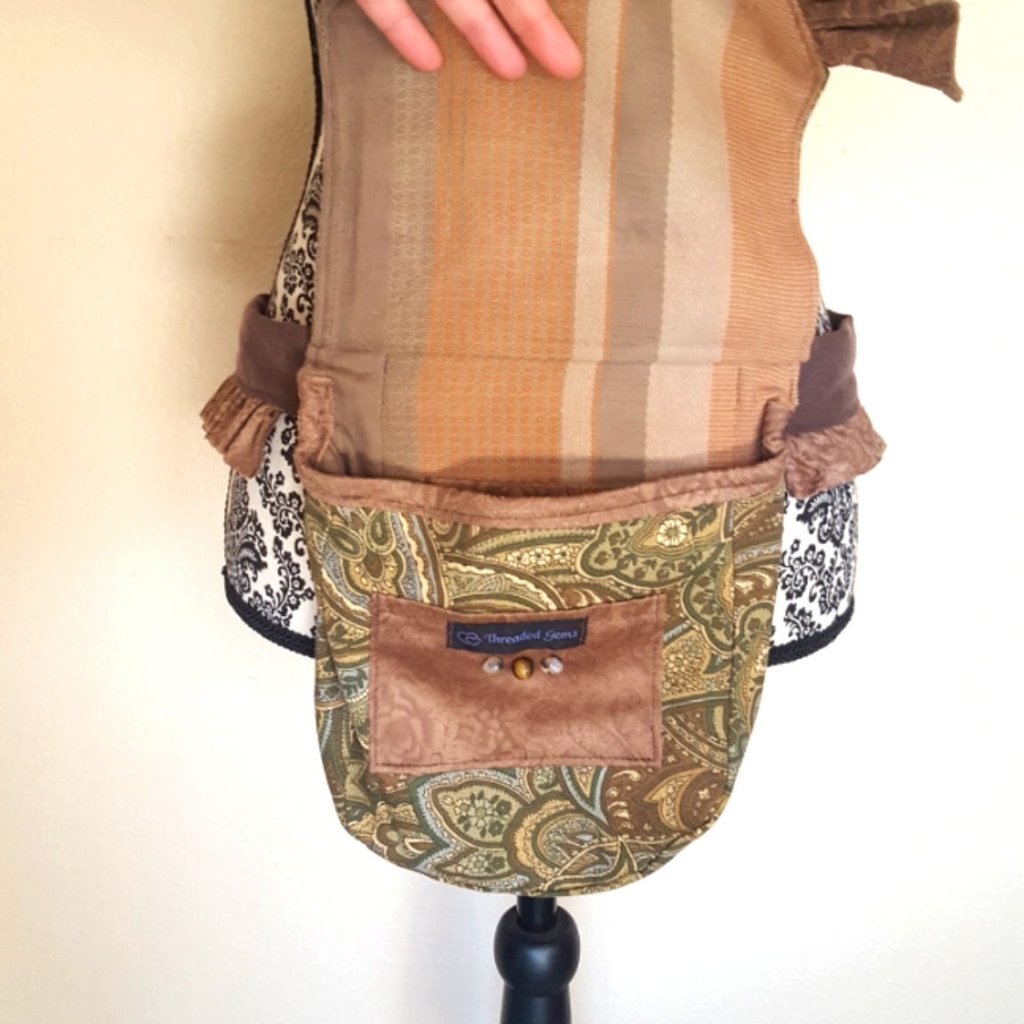Ruffled hip bag brown paisley 1 open