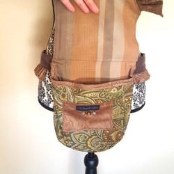 Ruffled hip bag brown paisley 1 open