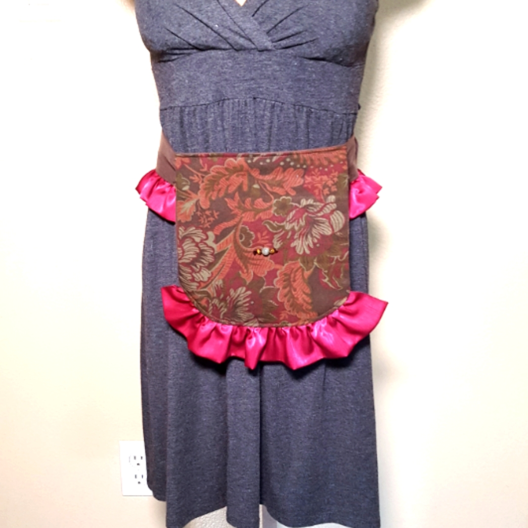 Ruffled hip bag maroon and pink