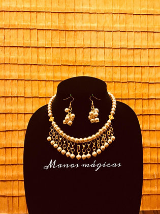 Set necklace whith earrings