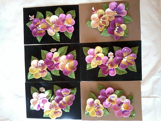 Three-dimensional picture of porcelain flowers / Cuadro tridimensional de flores