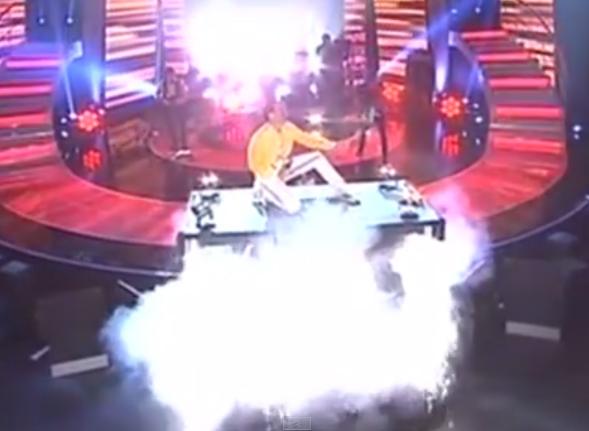 showtech-stage-lift-queen.jpg