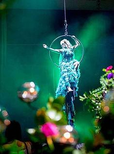 flying performer