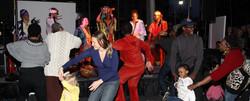 Alakande dancing