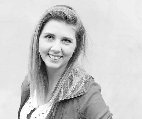 Jenae Hommes - ower, founder, custom stationery designer for Advent Studio