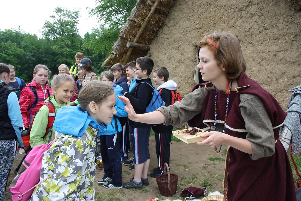 Návštěva u Germánů na Pičhoře. Foto L. Broncová
