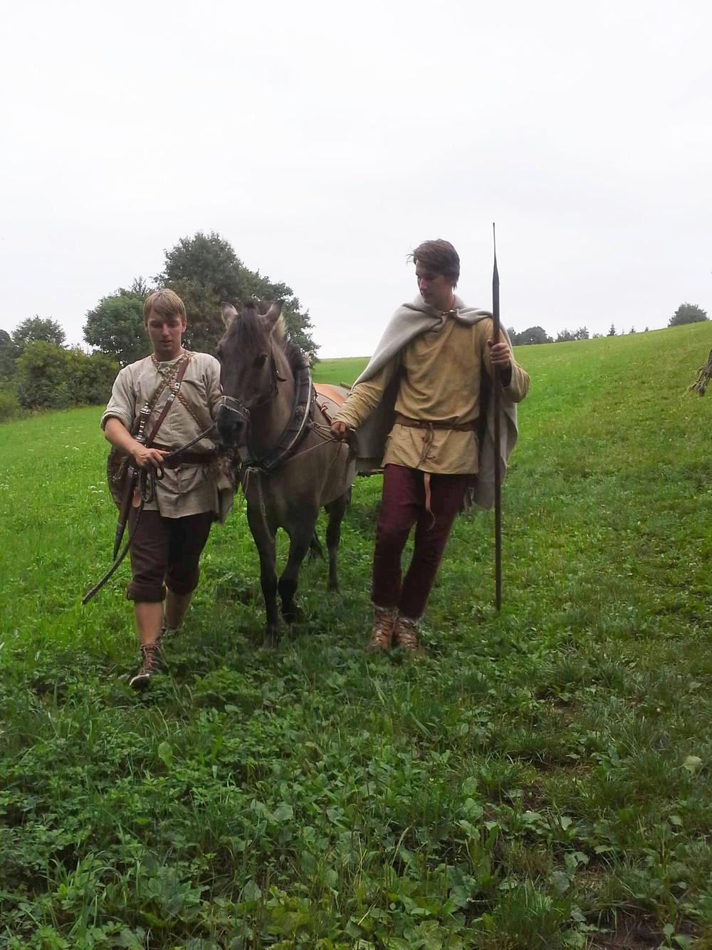 Inguz a Trignos již připravují koně na výprav