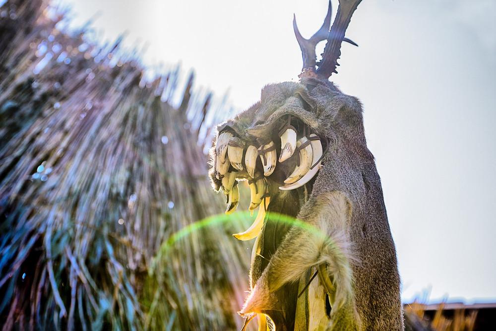 Maska mezolitické šamanky provázela večerní svatební rituál. Foto J. Lohnická
