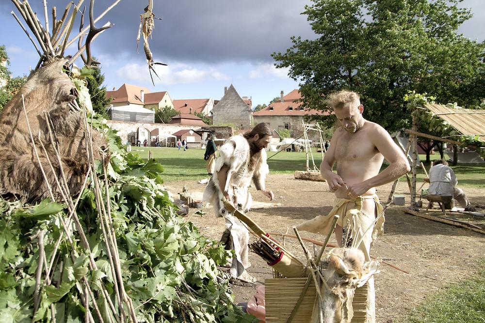 Lovci a sběrači v Kupecké osadě. Foto J. Lohnická