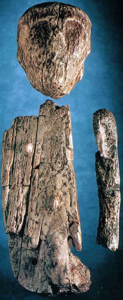 Unikátní soška muže interpretovaná jako šamanská loutka. Brno, gravettien, asi před 23000 lety