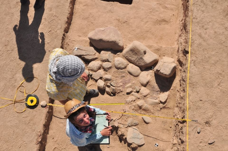Dokumentace v terénu.  Foto Č. arch. expedice v Uzbekistánu