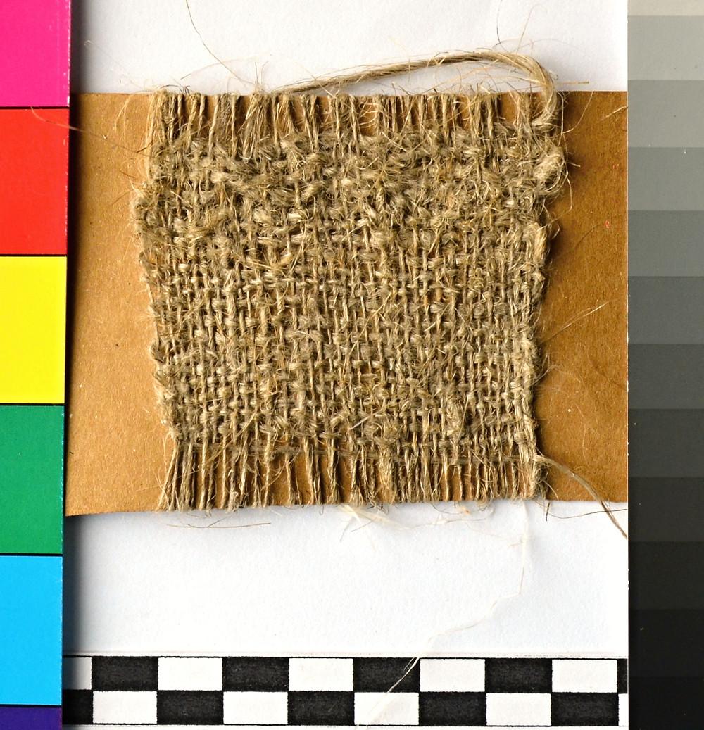 Proplétaná textilie z upředeného lnu. Foto J. Korteová