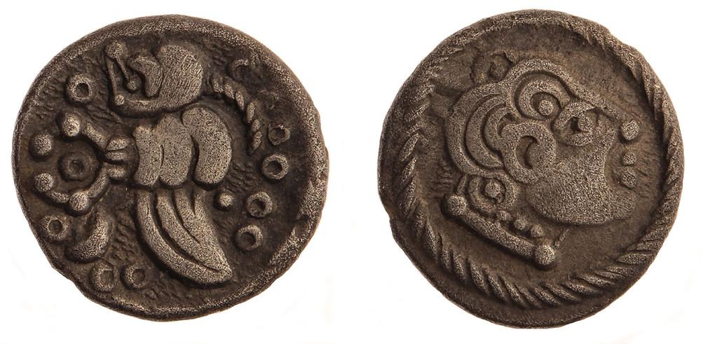 Stříbrný kvinár typu Nauheim. Foto T. Smělý