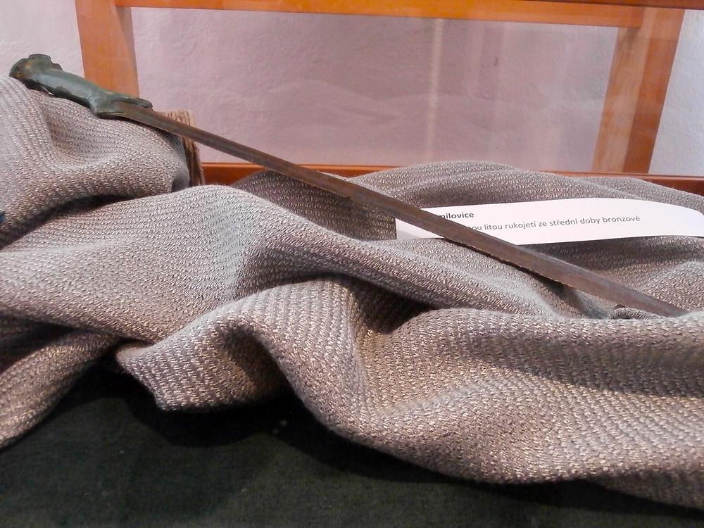 Překrásný bronzový meč ze střední doby bronzové. Foto V. Mikešová