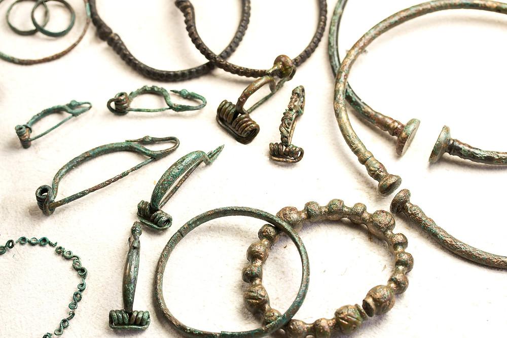Bronzové šperky z ženských keltských hrobů z Pitkovice. Foto J. Lohnická