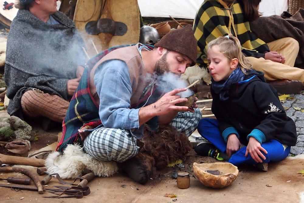 Děti se učily keltským řemeslům. Foto p. Lukeš