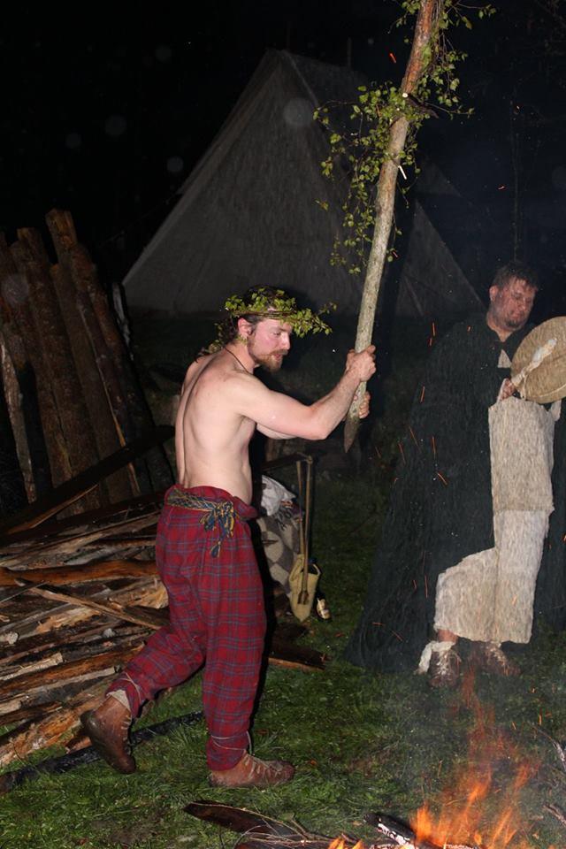 Awelwildos započíná Beltainový rituál. Foto T. Lefnerová