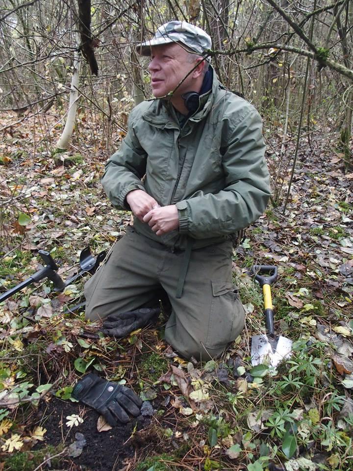 Dohledávání nálezu po detektorovém signálu. Foto archiv Z. Šámala